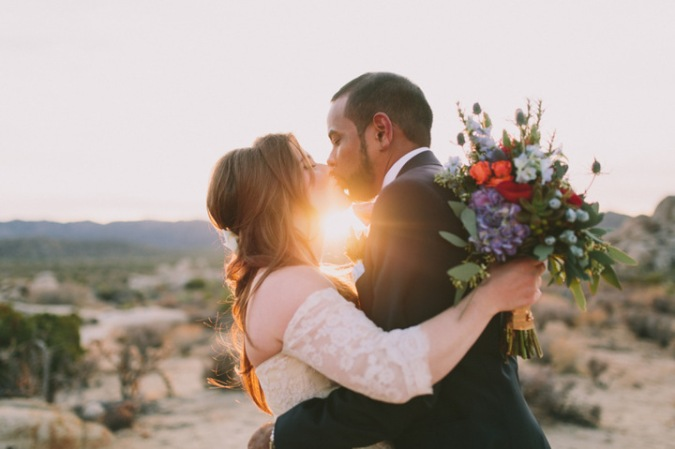 sunset wedding kiss joshua tree