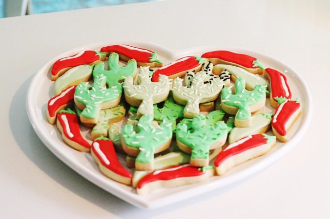 Cinco de Mayo cactus and chili sugar cookies with royal icing (2)