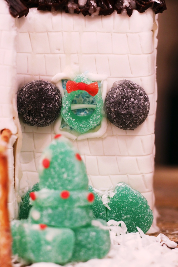 christmas-tree-holly-sugar-cookie-house