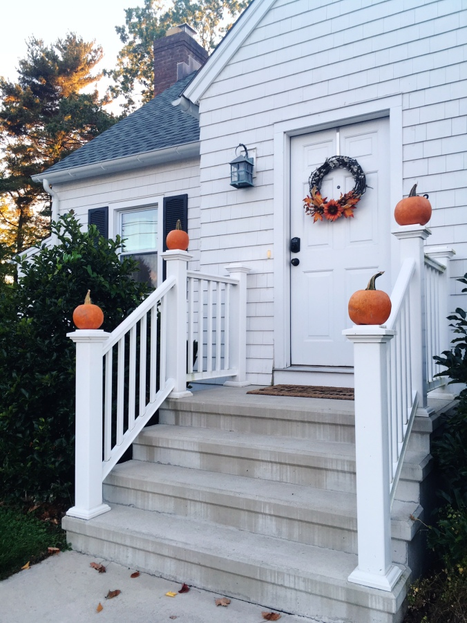 front-door-autumn-decorations-after-pumpkin-picking-2016