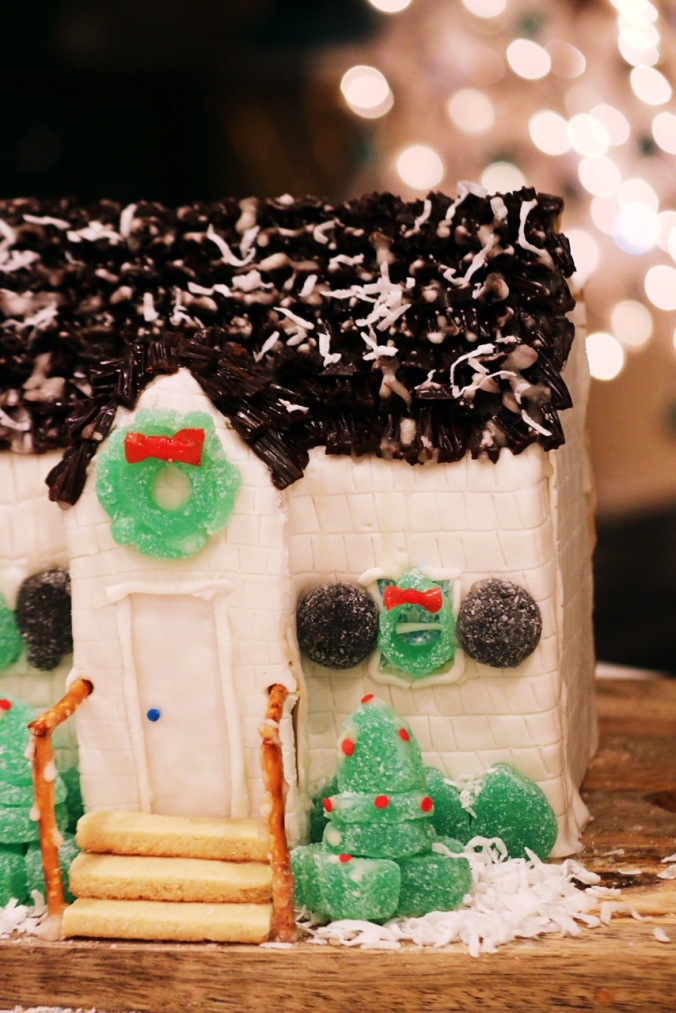 gingerbread-sugar-cookie-house-details