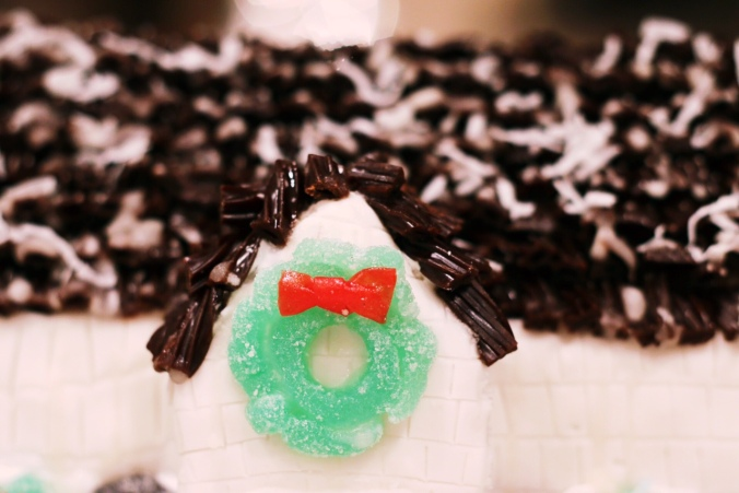 sugar-cookie-house-gum-drop-wreath