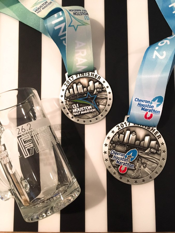 2017-aramco-chevron-houston-half-marathon-medals-2
