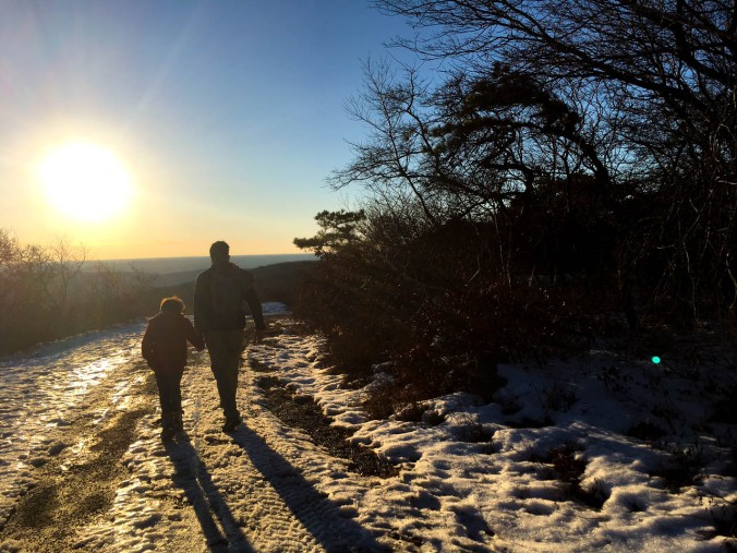 christmas-hiking-in-new-york-minnewaska-state-park-sams-point-15