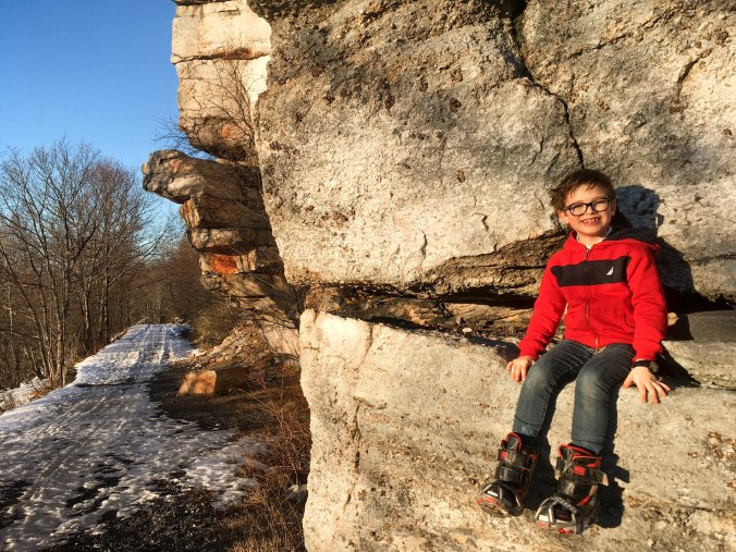 christmas-hiking-in-new-york-minnewaska-state-park-sams-point-16