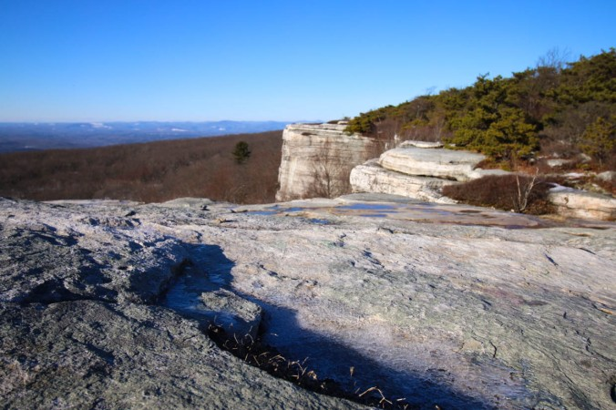 christmas-hiking-in-new-york-minnewaska-state-park-sams-point-6