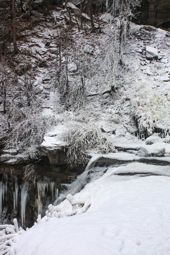 winter-ny-hiking-and-ice-climbing-in-the-catskills-kaaterskill-falls-12
