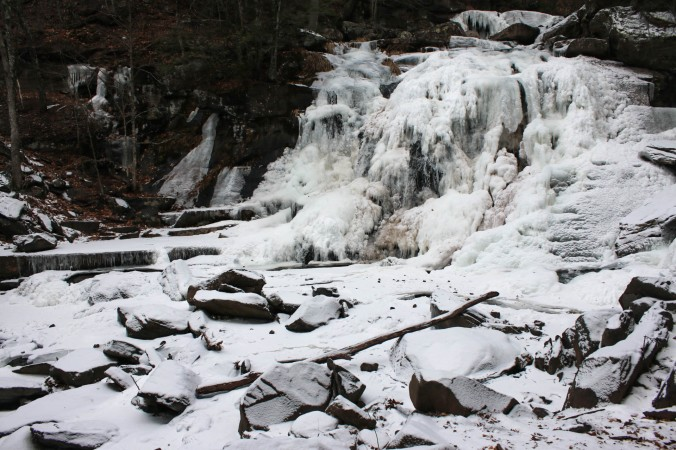 winter-ny-hiking-and-ice-climbing-in-the-catskills-kaaterskill-falls-2