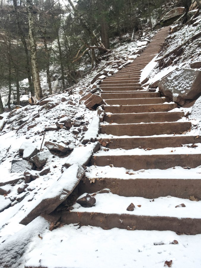 winter-ny-hiking-and-ice-climbing-in-the-catskills-kaaterskill-falls-9