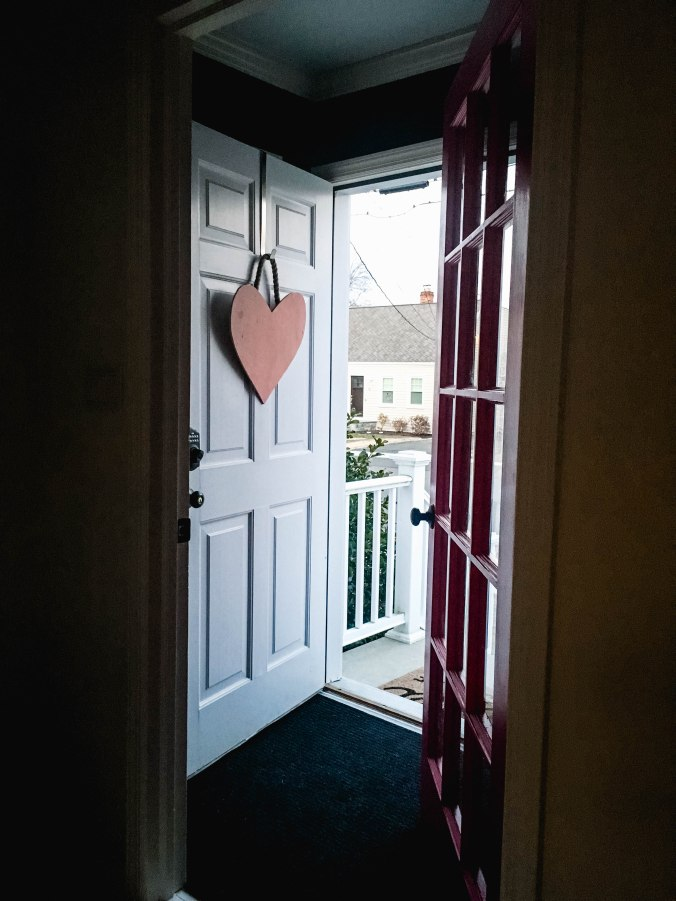 diy-valentines-day-front-door-decor-wreath-7
