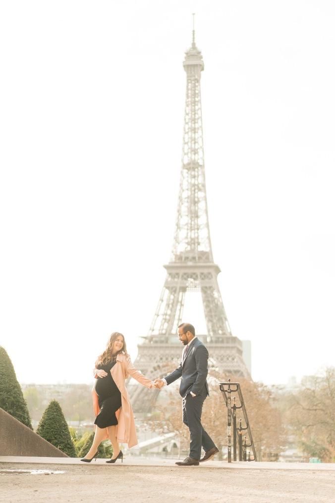 babymoon in paris portraits Trocadero and Eiffel Tower 2