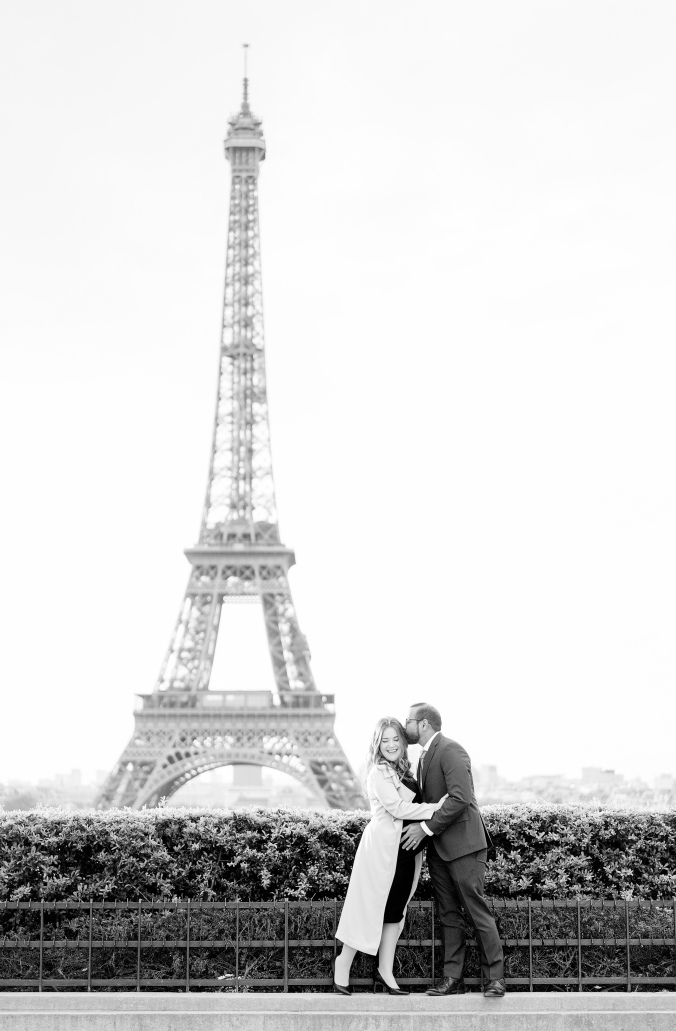 babymoon in paris portraits Trocadero and Eiffel Tower black and white