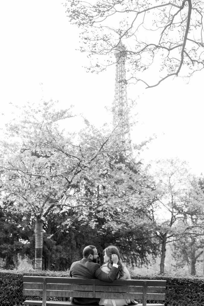 spring babymoon in paris romantic portraits black and white Eiffel Tower